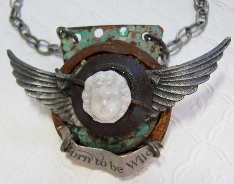 Skulls,-wings-pendant-